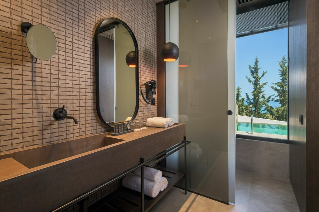 GEA-Adults-only-suite-private-pool-sea-view-bathroom