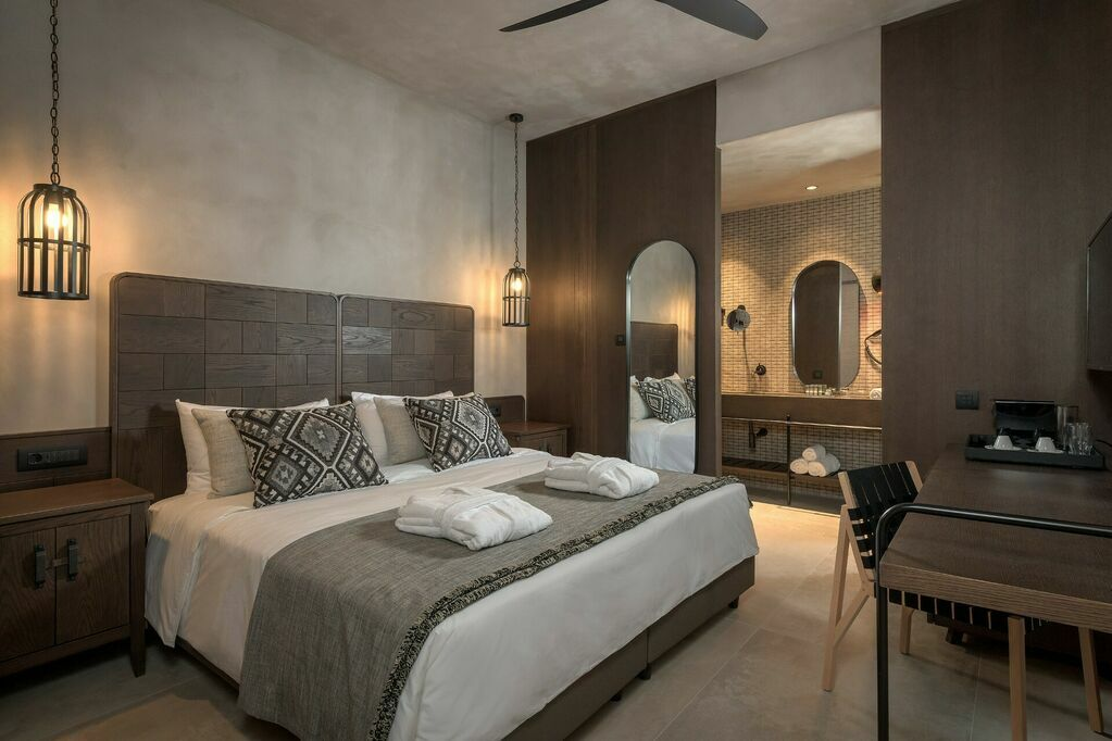 GEA-Adults-only-suite-private-pool-sea-view-bedroom_b