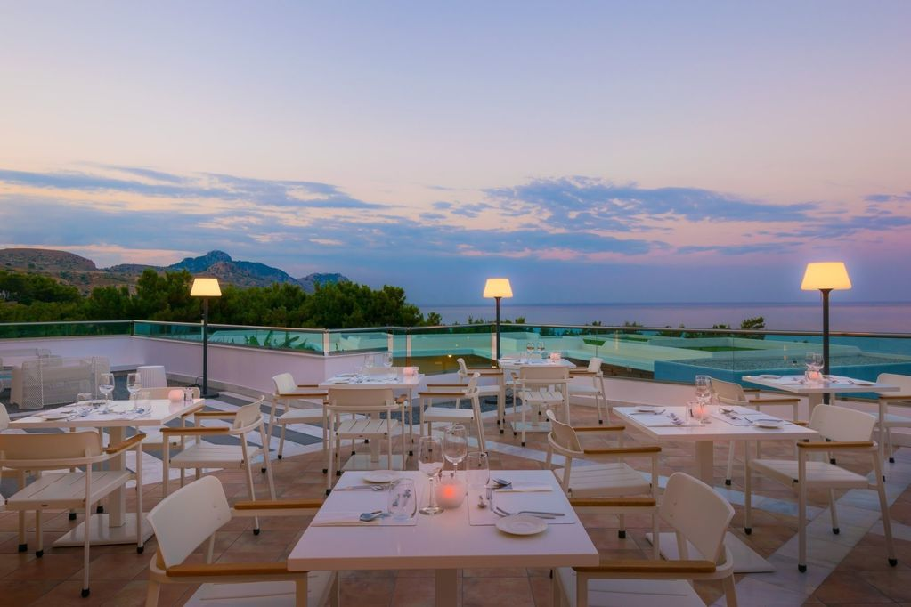 Aurora_a_la_carte_Restaurant_evening_balcony3_kraken